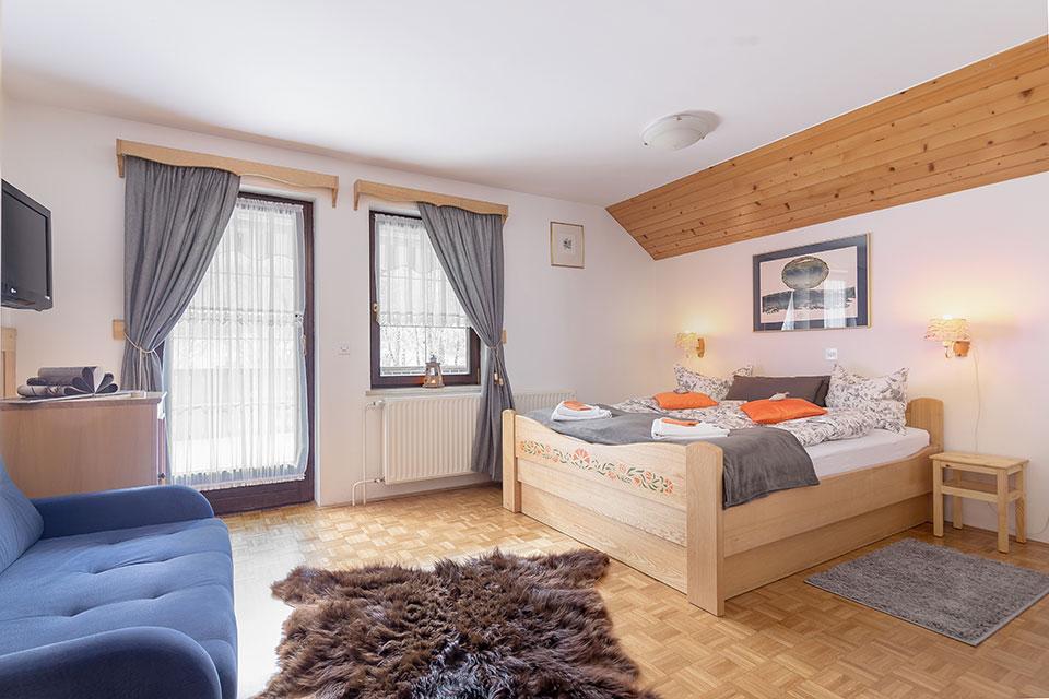 Apartmaji in picerija Ukanc
